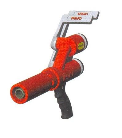 Ручной пожарный ствол для совместной подачи воды и порошка POK (Франция).